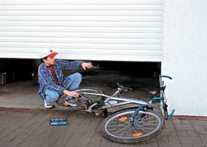 Unfälle vermeiden mit der ROMA Schließkantensicherung
