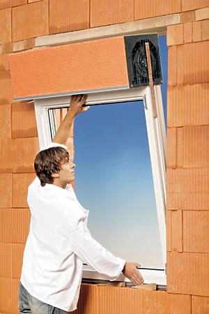 PURO ist ab Werk vorkonfektioniert und wird in einem Arbeitsschritt mit dem Fenster montiert!